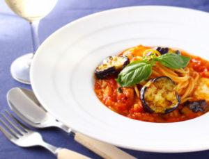 【レシピ 】 ナスとトマト、モッツァレラのスパゲッティーニ