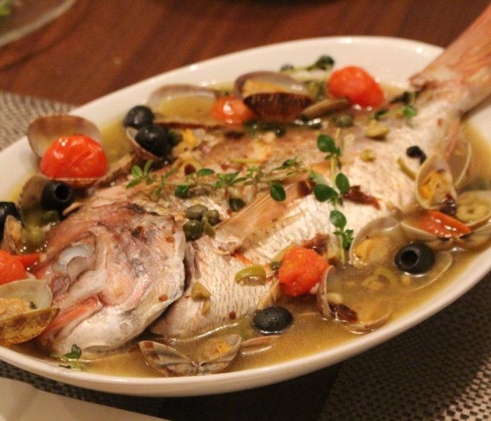 【休日レシピ】お店の味♫<br>丸ごと1尾!鯛のアクアパッツァ