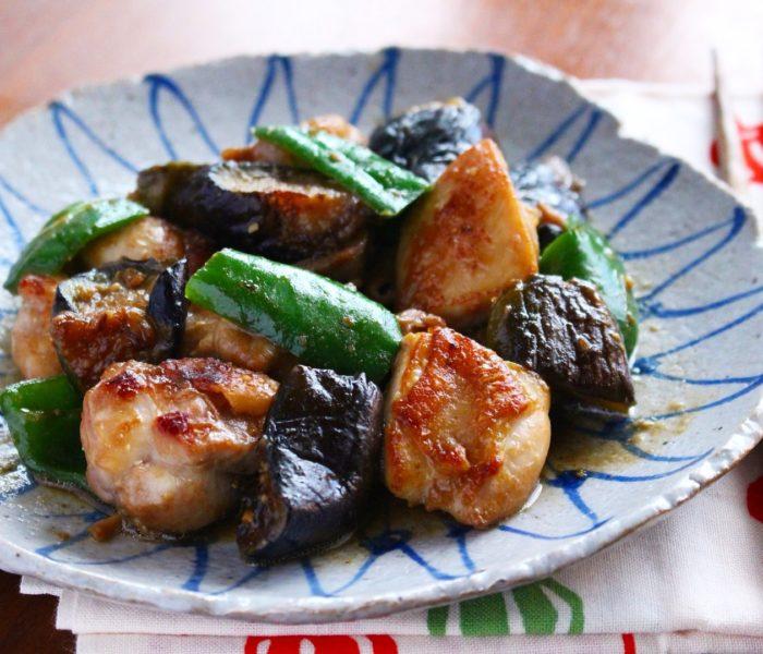 【簡単レシピ】鶏もも肉となす、ピーマンの<br>味噌炒め