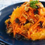 【簡単作り置きレシピ】にんじんとオレンジ、<br>くるみとレーズンのキャロットラぺ<br>(ニンジンサラダ)
