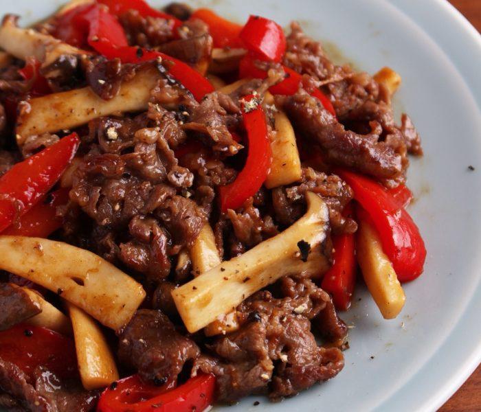 【簡単レシピ】 牛肉とパプリカ、エリンギのオイスター炒め